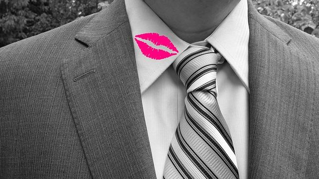Adultère : les 6 signes qui vous permettent de penser que votre conjoint vous trompe !