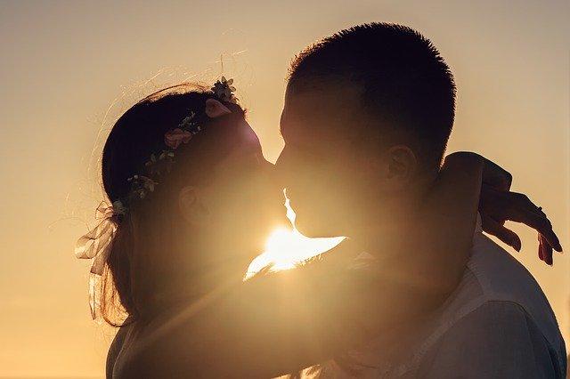 Amour et confinement : Comment concilier la vie à deux quand on est enfermé pendant des semaines